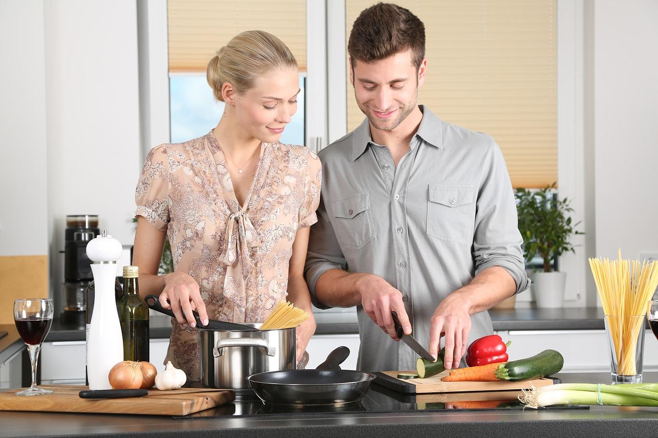 vrouw man koken